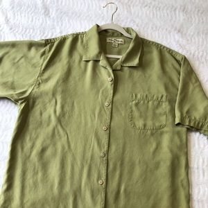 Tommy Bahama 100% silk button down in green